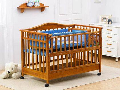 """如何选择婴儿床? 选对品牌孩子才能睡个""""安稳觉"""""""