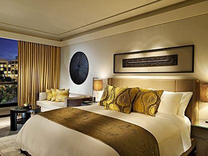 卧室双人床规格:合适尺寸增添空间美感