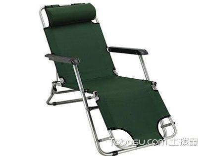 将折叠沙滩椅置身蓝天白云下,品质生活由此刻起