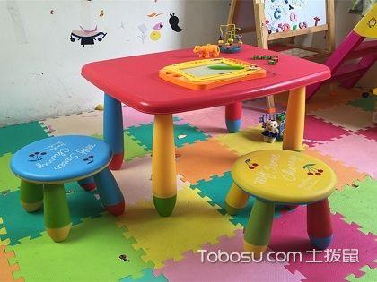 幼儿园儿童桌椅摆放,以满足课堂的不同需求