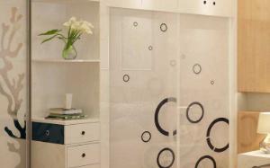 【钢化玻璃衣柜】钢化玻璃衣柜的优点_缺点_选购技巧_图片