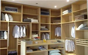 【卧室定制衣柜】卧室定制衣柜优缺点_价格影响因素_如何设计_图片