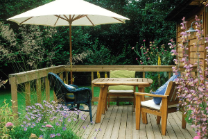 小花园装修设计的要点有这些:一定要留心照明系统的设计