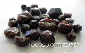 紫牙乌石榴石