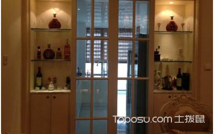 厨房门带酒柜效果图,这样看起更时尚