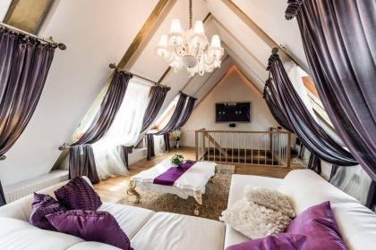 阁楼窗帘效果图,唯美纯色所带来的温馨空间