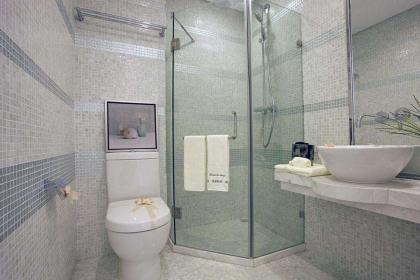 5万                                     浴室隔断装修浴帘好还是