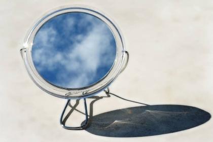 门与镜子相对的风水禁忌,家居镜子的风水事项