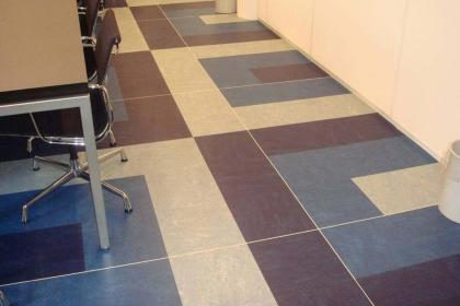 石塑地板的市场竞争优势,与其它板材的差异分析