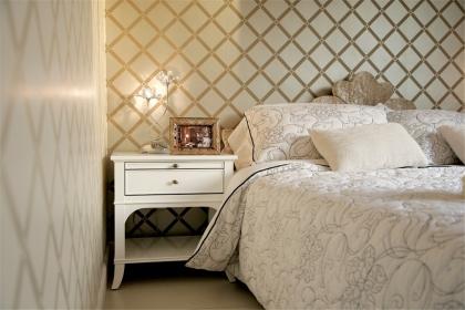 卧室床头柜选购技巧,为人们的生活提供便利