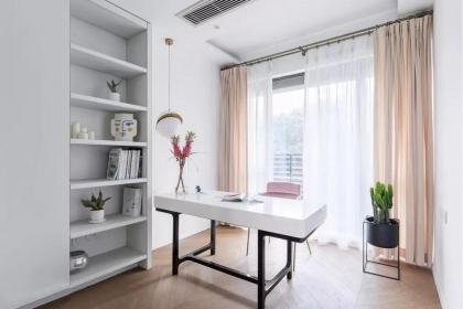 三室两厅现代U乐国际u乐娱乐平台案例,留白与直线条的搭配简约唯美