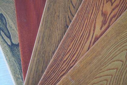 实木复合地板和强化复合地板哪个好?两者之间有何区别?
