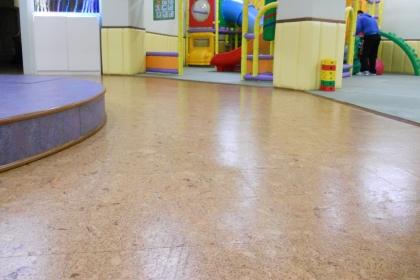 软木地板和塑胶地板哪个好?挑选的地板的方法有哪些?