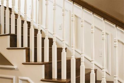 楼梯护栏板有哪些材质,楼梯护墙板选购注意事项