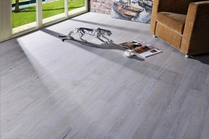 地板安装费一般多少钱?如何安装地板更省钱