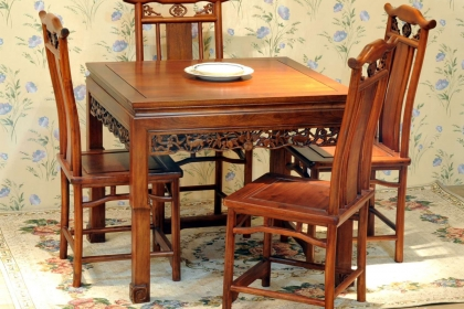 香樟木家具选购方法,两招教你辨别香樟木家具的优劣