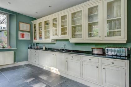 厨房墙面用什么材料,如何选择厨房墙面材料