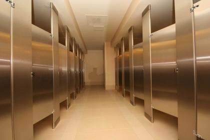衛生間可以安裝金屬隔斷嗎?在衛生間安裝金屬隔斷有什么優點?