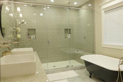 浴室瓷砖有哪些设计技巧,打造经济而又时尚的洗漱环境