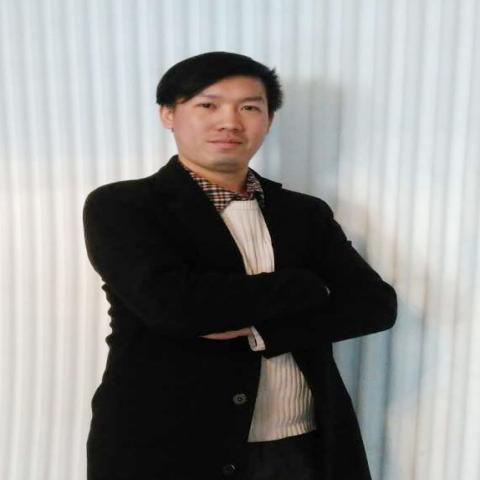 设计师李若维