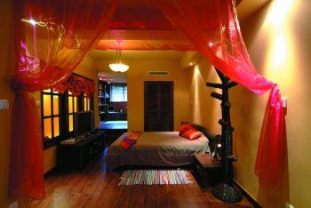 东南亚风格彩色三居室装修案例设计图