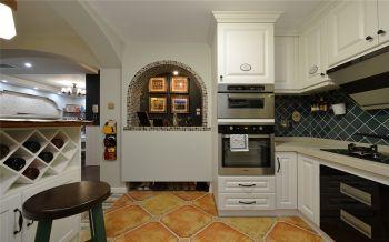 厨房白色吧台地中海风格装潢效果图