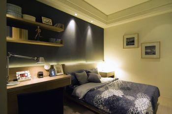 卧室白色照片墙现代简约风格装饰图片