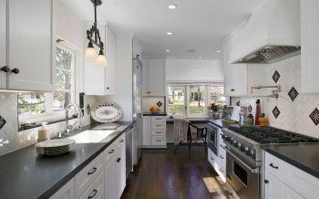 厨房白色橱柜欧式风格装饰设计图片