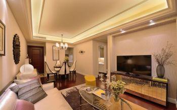 新古典的华丽体现了家居的高品质,爵士白大理石的背景,两边成品定制的装饰硬包,整体协调又美观,白色银边框的沙发高贵又大气,整体硬装与软装搭配上融入一体,温馨典雅!