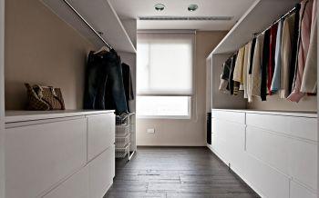 衣帽间白色衣柜现代简约风格装饰设计图片