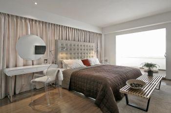 卧室白色简约风格装潢图片