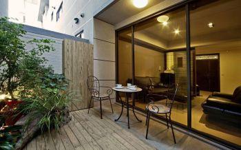 阳台黑色推拉门现代风格装潢设计图片