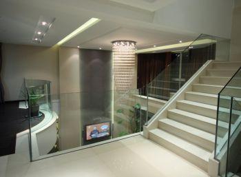 客厅楼梯现代简约风格装饰图片