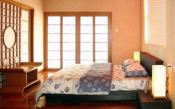 卧室黄色推拉门混搭风格装潢设计图片