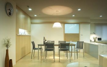 餐厅白色灯具现代简约风格装饰图片