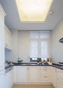 厨房白色橱柜法式风格装潢图片