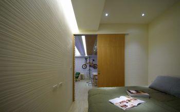卧室推拉门后现代风格装修设计图片