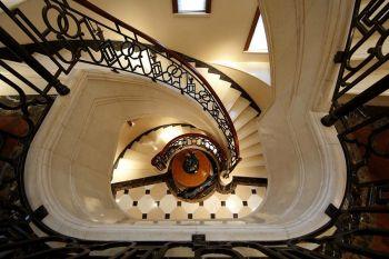 客厅楼梯法式风格装饰效果图
