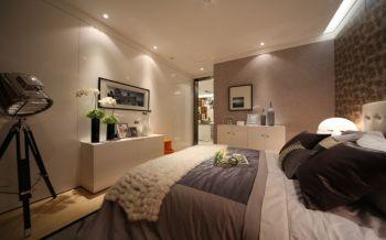卧室白色背景墙现代风格装潢图片