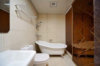 卫生间米色背景墙现代简约风格装修效果图