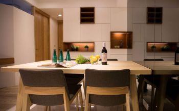 简约风格两居室带阳台设计