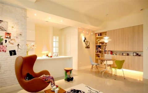 白色文化墙古典有质感,凹凸自然纹理中又透出时尚颓废感,就像是一面展示墙拥有独特的个性,搭配不同的家具和摆饰时,又能随之转换风格。空间转换适用不同用途,变化可塑性高。