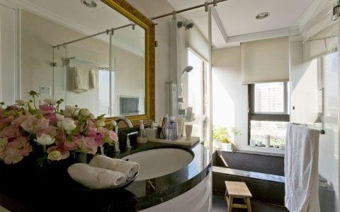 卫生间现代简约风格装修图片