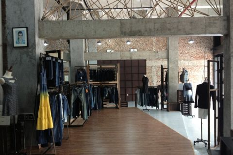 后现代风格原始风貌牛仔服装店装修效果图