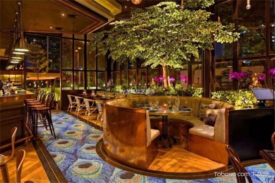 闹市中的意式餐厅装饰实景图