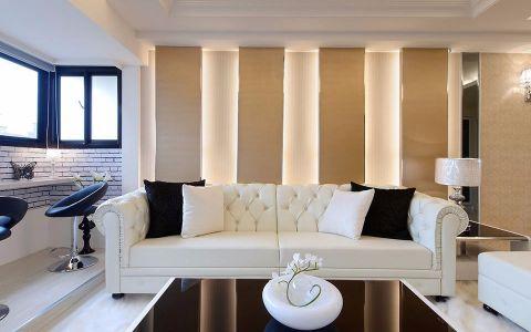 透过一墙的小小挪移与界面材质转换,创造出居家极致的宽适体验,让焕然一新的生活有了无拘无束自在态度,勾勒的居宅氛围。