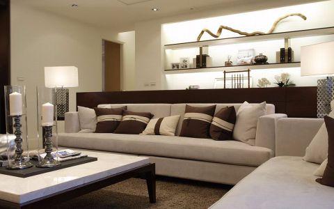 设计师掌握每个空间的铺陈,以独特的视角展演居家空间的内涵层次。本案内部格局方正,开放的场域将客厅及书房构置于同一轴线,以矮墙/书桌作为功能性的区隔;而视觉延伸的端景处,在展示柜上摆放屋主搜集的收藏臻品,也让艺文气质的弥满于全室。
