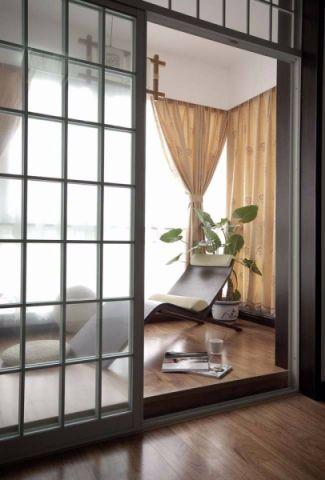 美感黄色卧室阳台设计图欣赏
