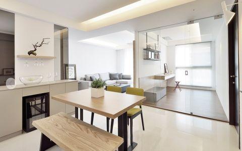 白色的墙壁配以灰色的沙发,白色的瓷砖配以绿色的餐桌,简单干净的白色衣橱,永不过时的白色经典主调,浓浓的现代风情。