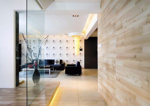 日式的简约装修风格,木质、竹质、纸质的天然绿色建材被应用于房间中,几件方正规矩的家居显出主人宁静致远的心态。注重与大自然相融合,所用的装修建材也多为自然界的原材料。日式家居中强调的是自然色彩的沉静和造型线条的简洁,和室的门窗大多简洁透光,家具低矮且不多,给人以宽敞明亮的感觉。